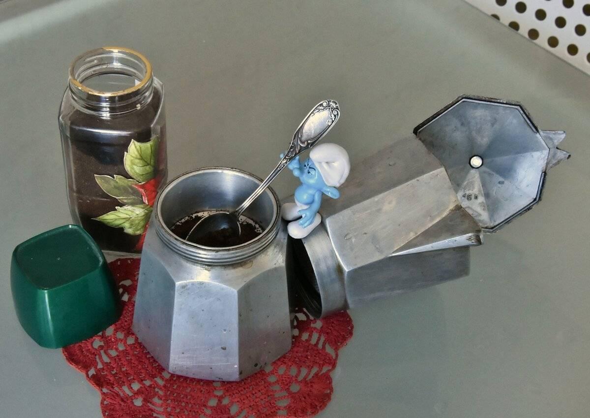 Как варить кофе в гейзерной кофеварке на газу