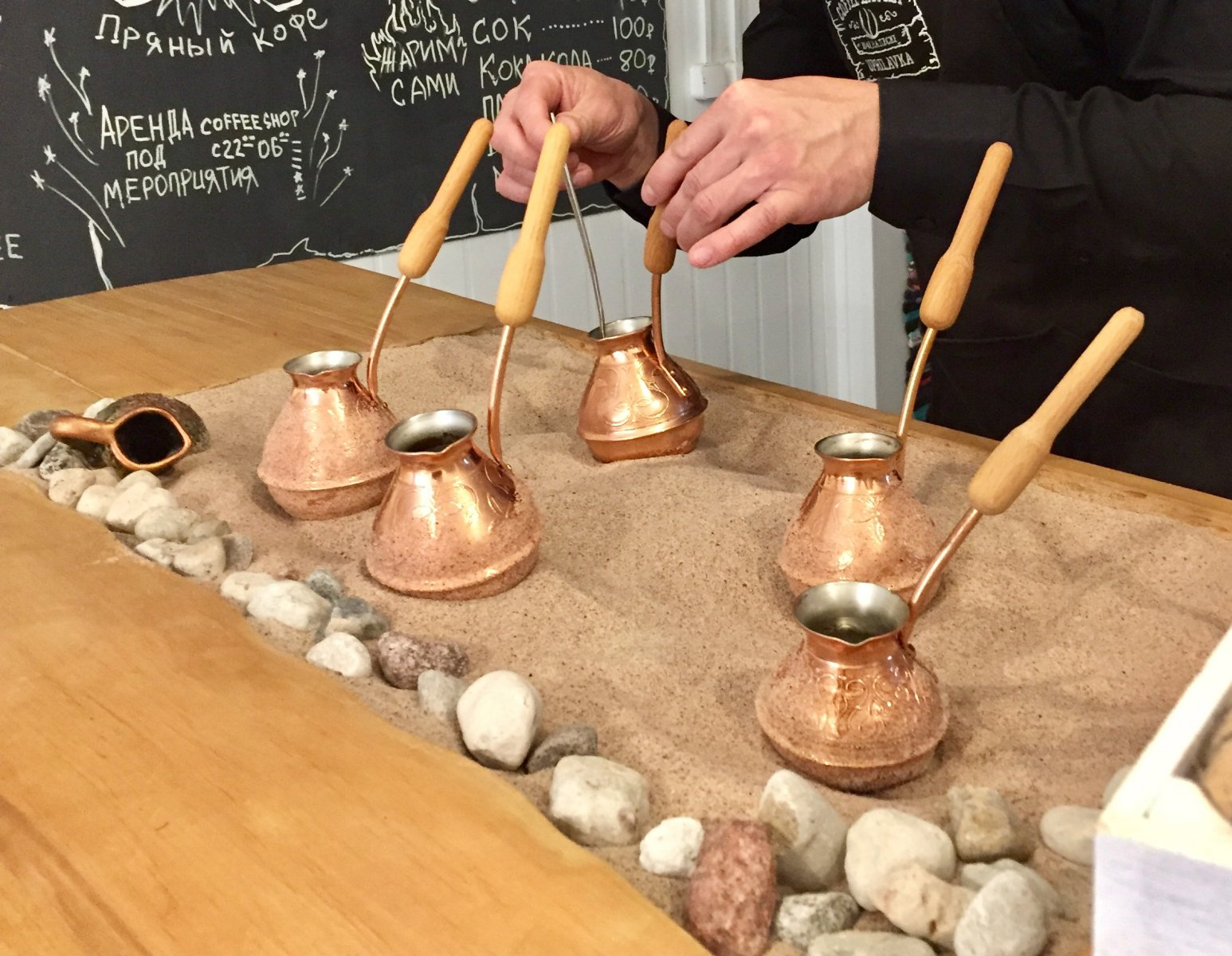 Как сварить кофе по-турецки на песке дома