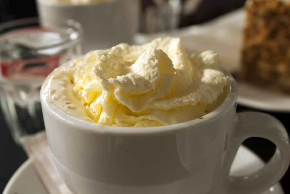 Рецепты кофе с добавлением сметаны. кофе со сметаной кофейный коктейль со сметаной