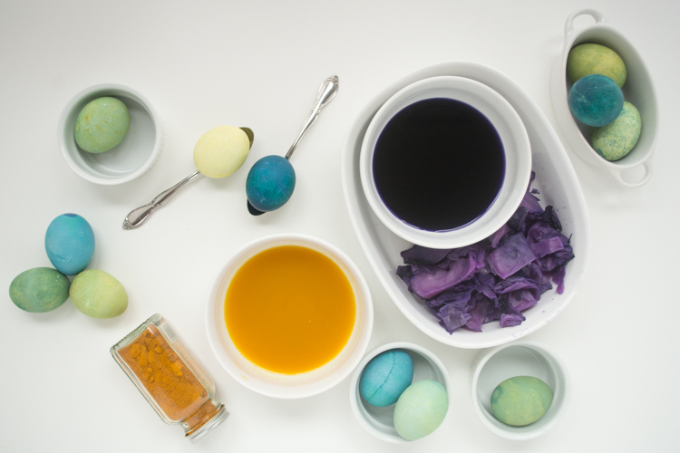 Как натуральными красителями можно красиво и необычно покрасить яйца на пасху