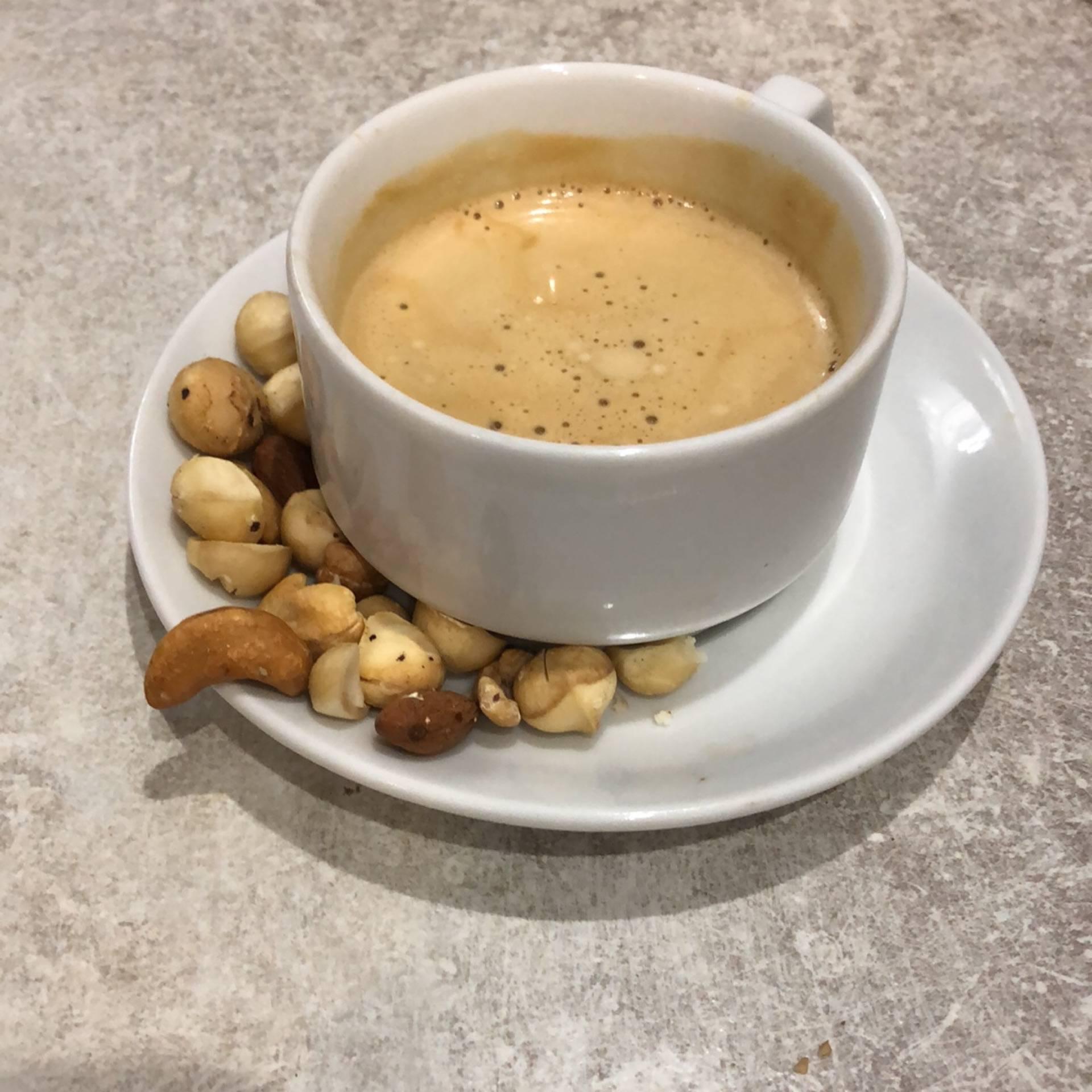 Кофе с орехами, происхождение напитка, приготовление, рецепты