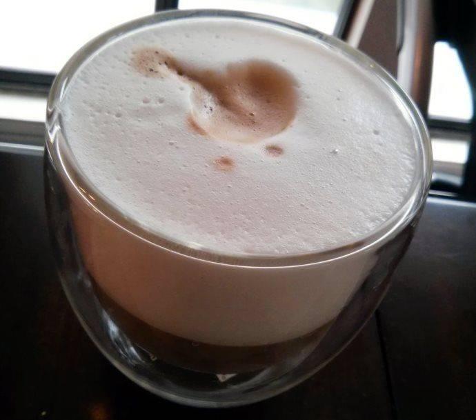 Приготовление кофе с пенкой дома в турке или кофемашине