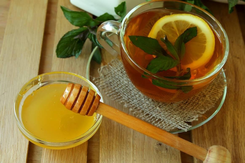 Почему нельзя добавлять мед в горячий чай?